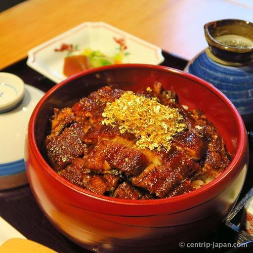 เราขอแนะนำอาหารที่พลาดไม่ได้ และสิ่งที่ควรซื้อจาก Kinshachi Yokocho